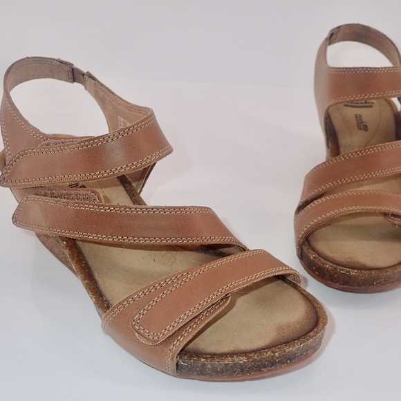 7d3be744d4f Clarks Wedge Sandals Sz 6 Hevely Ordo Tan Leather